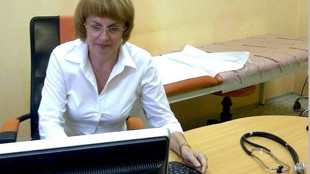 Alena Šromová při on-line rozhovoru se čtenáři Deníku