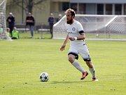 Fotbalisté Uničova porazili Mohelnici (v bílém) 4:0 Vlastimil Fiala