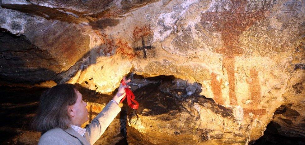 Petr Jenč, garant projektu restaurování historických nápisů a maleb v jeskyni Na Špičáku