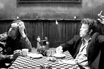 Iggy Pop a Tom Waits ve filmu Jima Jarmusche Kafe a cigára
