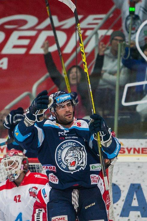 Bílí Tygři Liberec proti HC Olomouc. Petr Jelínek.