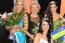 Prezidentka soutěže Miss Aerobik Jana Čejková (druhá zleva) mezi vítězkami loňského ročníku. Soutěž založila před sedmnácti lety.
