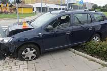Nehoda opilého šoféra dacie ve Velkomoravské ulici v Olomouci