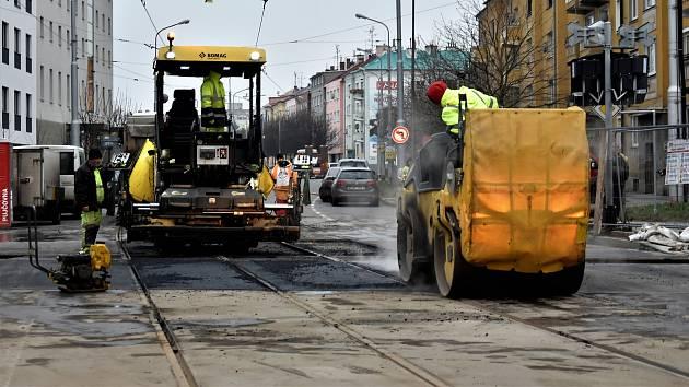 Oprava přejezdu ve Wolkerově ulici v Olomouci, 6. 12. 2019