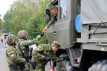 Tankisté v Přáslavicích procvičovali mobilizační opatření. Na snímku kontrolně propouštěcí místo.
