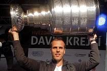 David Krejčí se Stanley Cupem v rodném Šternberku