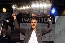 2011. David Krejčí se Stanley Cupem v rodném Šternberku