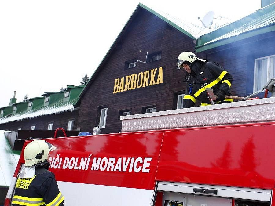 Chatu Barborka pod Pradědem zachvátil 4. prosince požár
