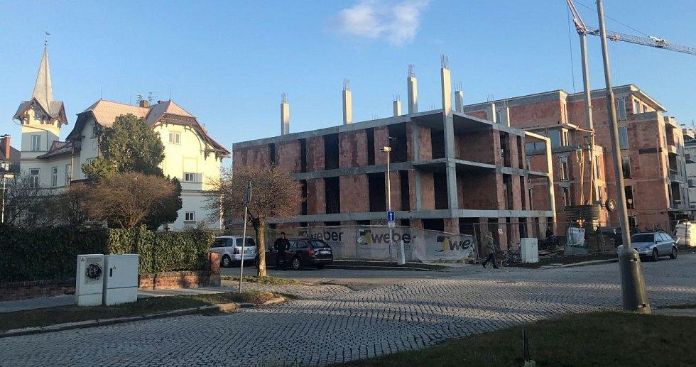 Nové byty vznikají i v centru Olomouce ve Dvořákově ulici. Začátek března 2020