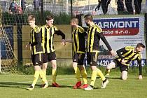 Fotbalisté Nových Sadů (ve žluto-černém) porazili Humpolec 4:1.
