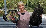 Jitka Molavcová věnovala do charitativního Kabelkového veletrhu v Olomouci oblíbený batoh i kabelku od maminky
