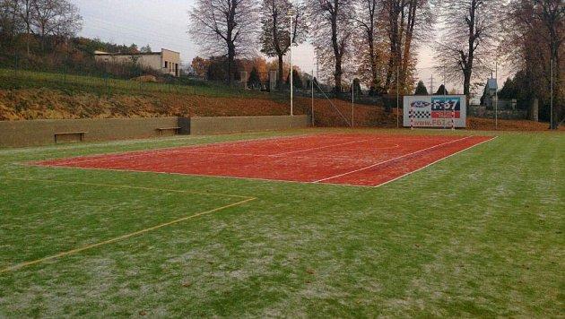 Krčmaň vybudovala moderní sportoviště, které už místní nadšenci začali využívat.