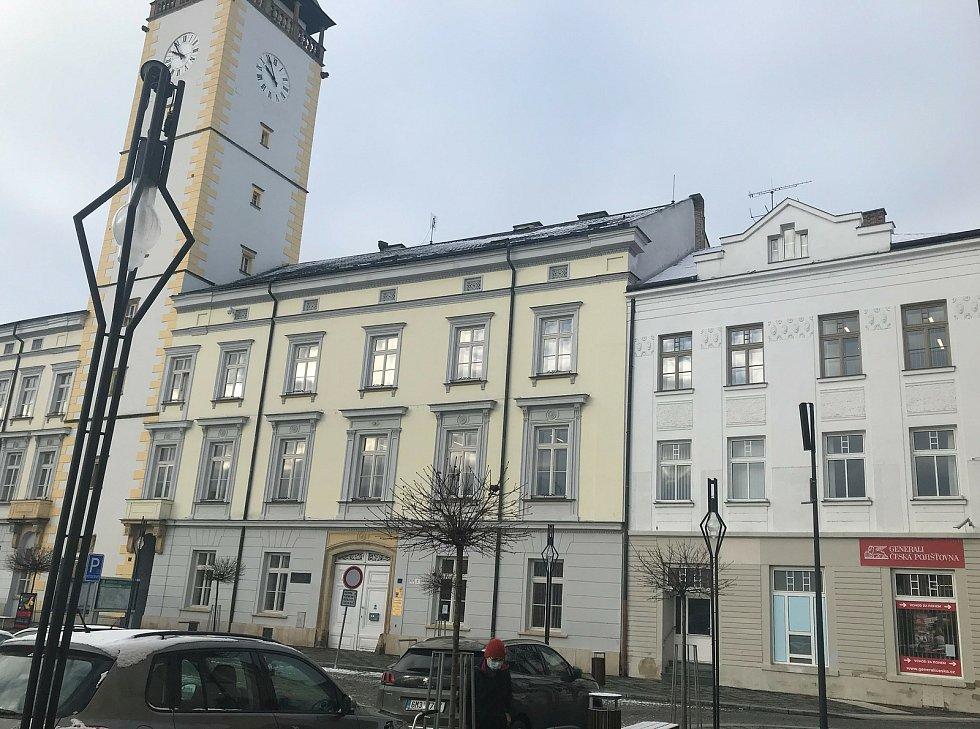 V Litovli již vytipovali objekt pro očkování veřejnosti proti Covid-19. Nabídnou prostory na náměstí Přemysla Otakara (na snímku vpravo, hned vedle radnice), 14. ledna 2021
