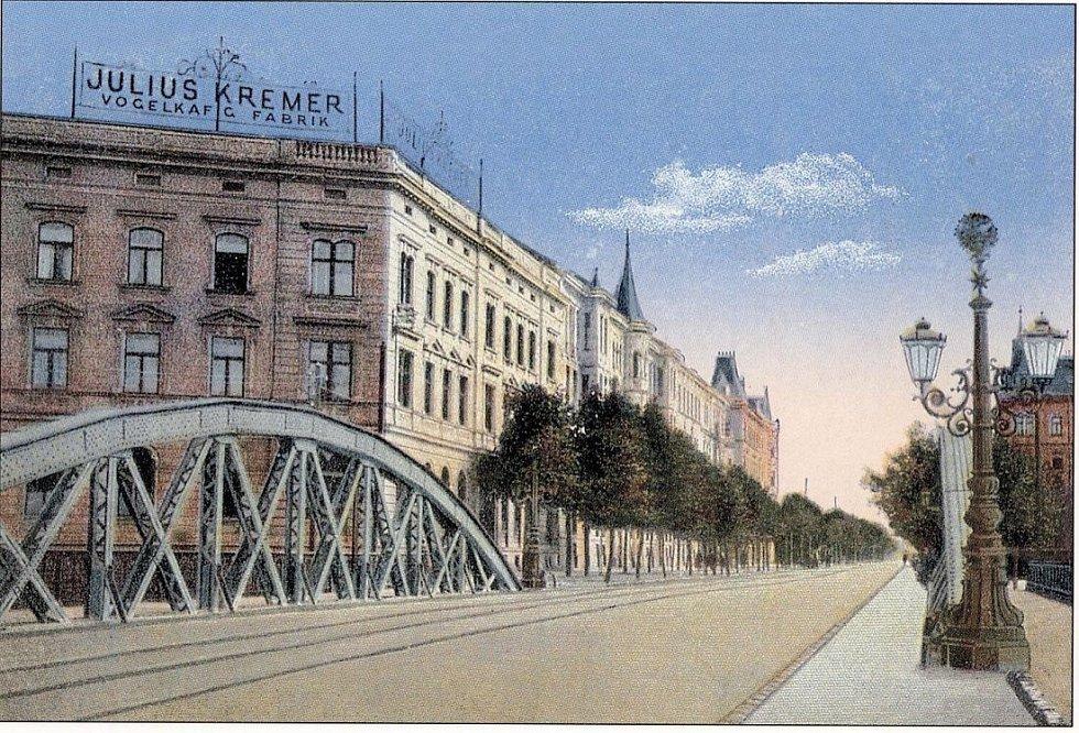 Most na dnešní Masarykově třídě (dříve třída Franze Josefa). Historická pohlednice