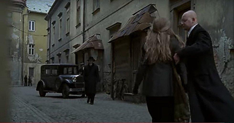 Screen z filmu Doktor Živago. Ulice Mlčochova