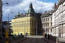 Stomatologická klinika v Palackého ulici v Olomouci zahalená lešením
