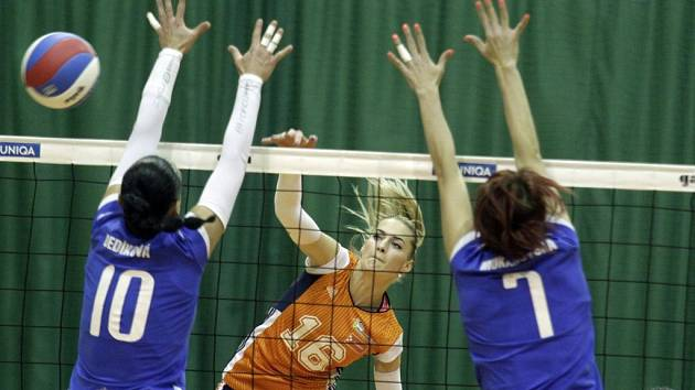 Olomoucké volejbalistky (v oranžovém) proti Přerovu