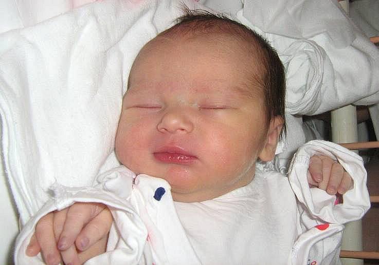 Karolína Pokludová, Olomouc, narozena 10. března v Olomouci, míra 50 cm, váha 3060 g