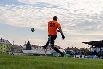 Fotbalisté Hodolan (v pruhovaném) porazili Červenku 5:1. Ilustrační foto