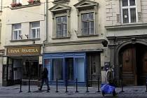 Budoucí hostel v Denisově ulici (uprostřed)