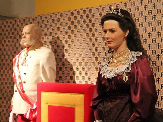 Výstava, která se věnuje osobnosti rakouského císaře Františka Josefa I. a mimo jiné také jeho návštěvám Olomoucka, je do 19. února k vidění ve Vlastivědném muzeu v Olomouci.