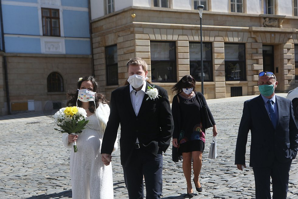 Svatba na olomoucké radnici v době nouzového stavu. 21. dubna 2020