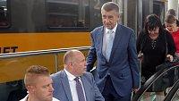 Premiér Babiš s vládou přijel na olomoucké hlavní nádraží