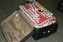 Olomoučtí celníci zabavili pašované cigarety v linkovém autobusu z Polska do Itálie