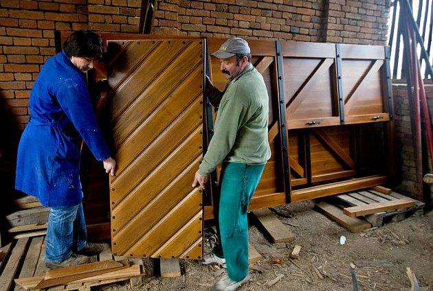 Výroba brány pro Korunní pevnůstku vdílně truhláře a restaurátora Michala Zlámala