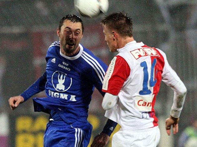 Michal Ordoš v duelu se Slavií