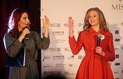 Eva Decastelo a Michaela Přikrylová. Semifinále 6.ročníku soutěže Miss OK ve Velké Bystřici.