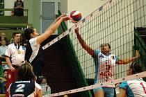 Volejbalistky Olomouce (v tmavém) v semifinále play off extraligy žen proti Prostějovu