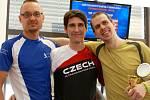 Tři nejlepší Češi ve čtyřiadvacetihodinovém běhu na páse. Zleva Dušan Kopečný (173,722 km), Michal Činčiala (183,638 km) a David Koribský (118,310 km).