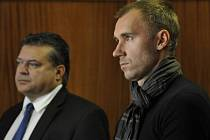 Karel Kapr a Petr Drobisz u Okresního soudu v Olomouci