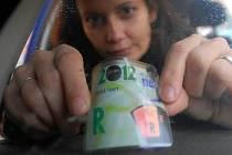 Dálniční známky podražily, na rok 2012 stojí 1500 Kč