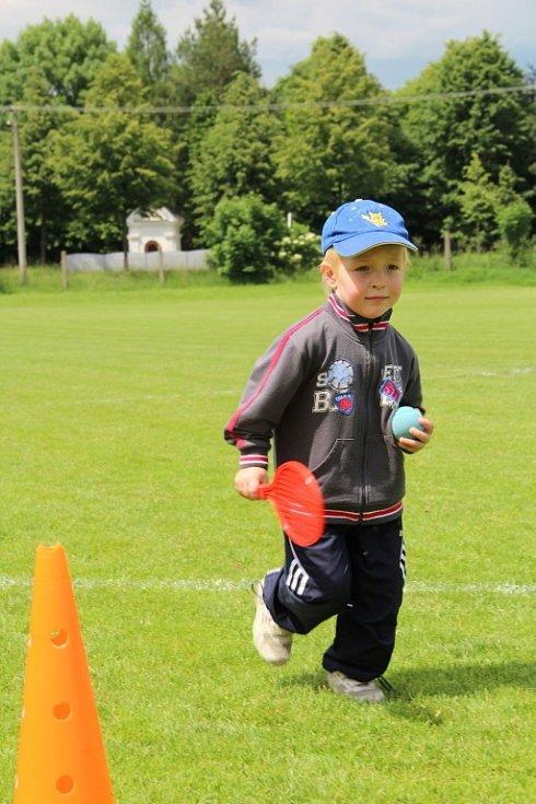 Chválkovičtí fotbalisté a dobrovolní hasiči v sobotu uspořádali tradiční Dětský den.