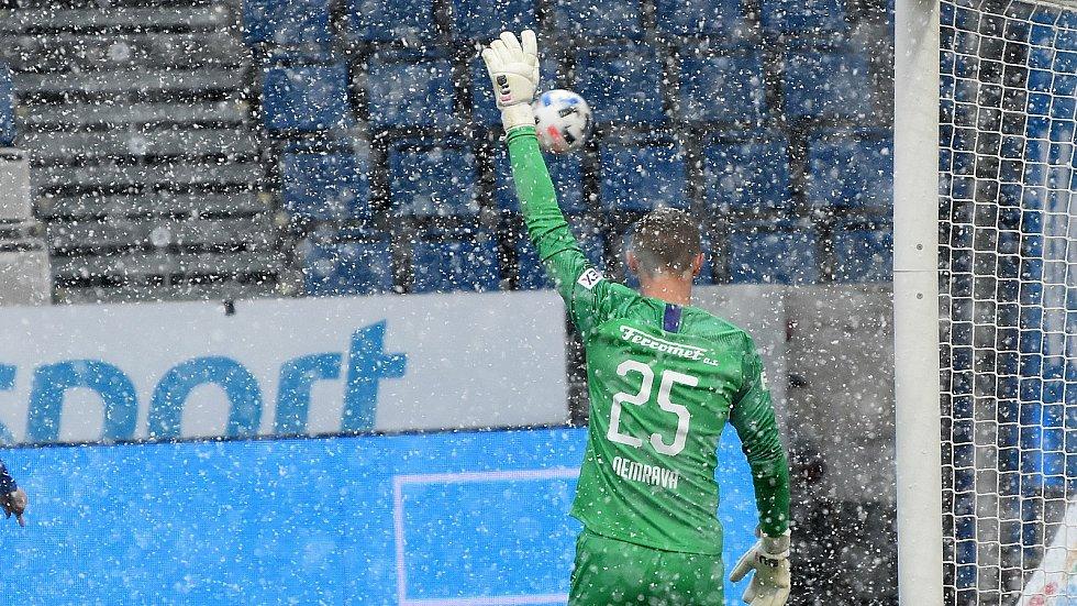 Gólman Slovácka Vít Nemrava v zápase se Sigmou na Andrově stadionu