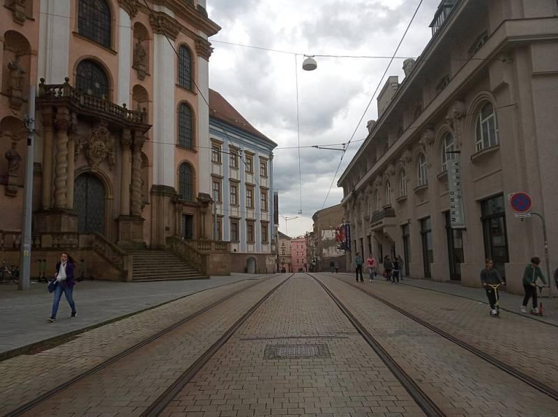 Filmová místa v Olomouci. Náměstí Republiky a pohled na kostel Panny Marie Sněžné