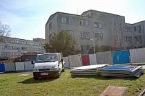 Ve Fakultní nemocnici Olomouc začala demolice budovy II. interny