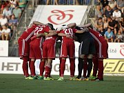 Olomoučtí fotbalisté (v červeném) remizovali se Slováckem 0:0