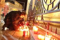 Pietní akt za oběti pařížského masakru v Olomouci.