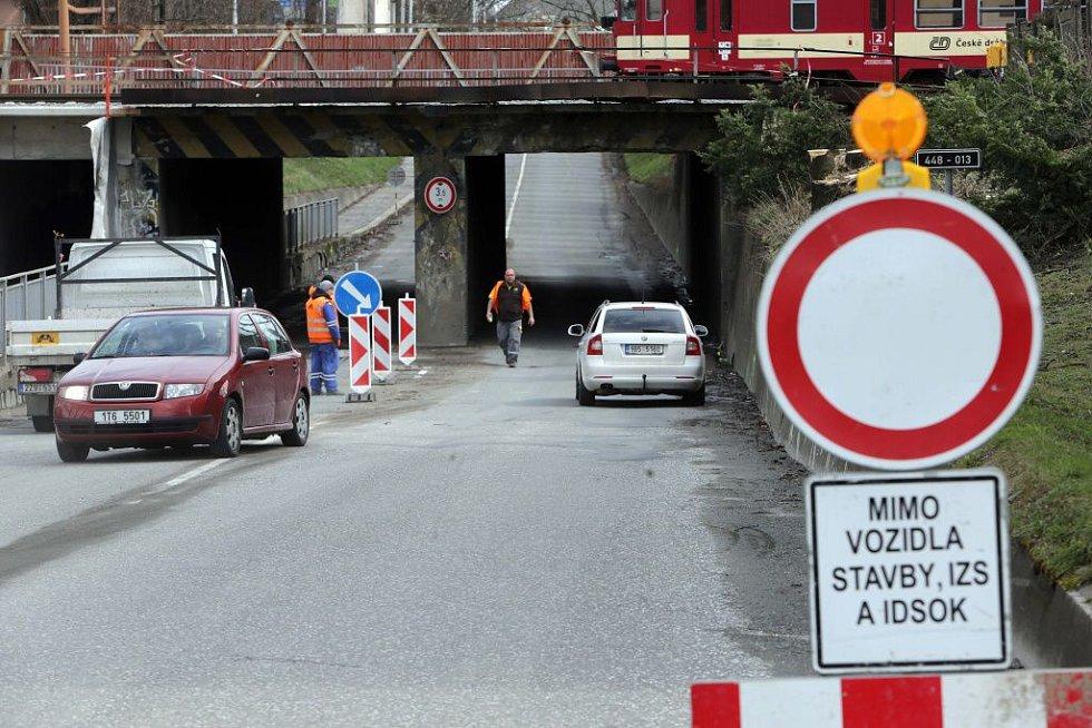Zavřený podjezd na tahu z centra Olomouce k výpadovce na Šternberk. 1. dubna 2015