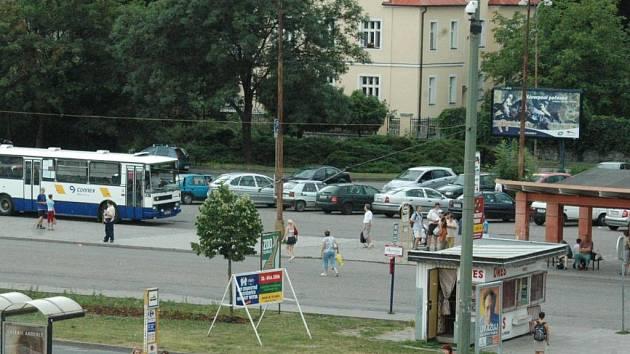 Někdejší autobusové nádraží u tržnice.