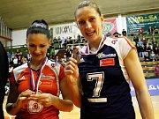 Hana Dreksová a Veronika Tinklová. Olomoucké volejbalistky vybojovaly s Brnem extraligový bronz