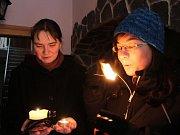 Olomoučtí skauti přinesli Betlésmké světlo také sestrám Neposkvrněného Početí Panny Marie III. řádu svatého Františka z Assisi v Olomouci.