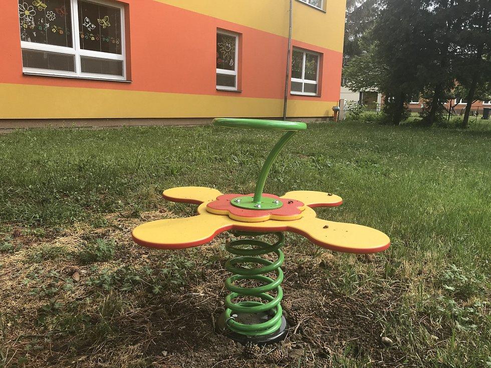 Koronavirové prázdniny využili v Blatci k úpravám v mateřské škole. (14.května 2020)