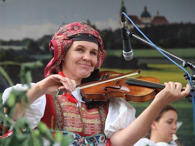Tanečníci, zpěváci i muzikanti na Hané předvedli tradice, zvyky, písně a tance svých národů pro zástupy nadšených diváků