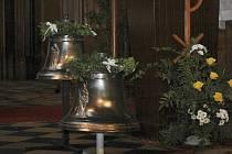 Olomoucký arcibiskup Jan Graubner posvětil dva nové zvony kostela svaté Kateřiny v Olomouci.