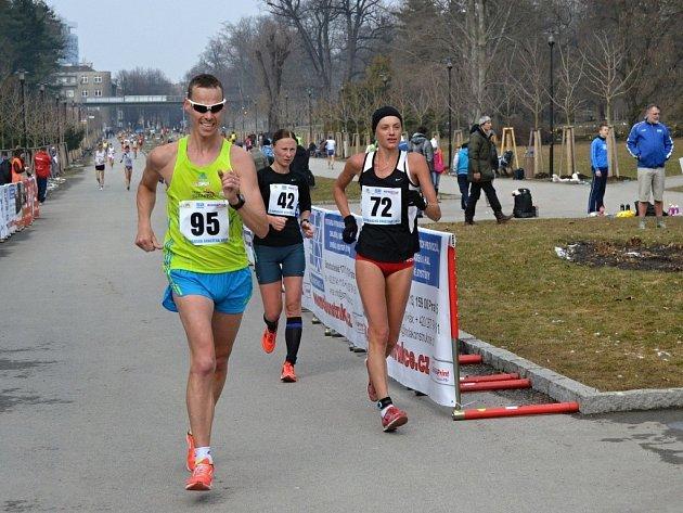 Olomoucká dvacítka - Slovák Tóth vsouboji na 20km spozdější vítězkou na této trati Polkou Buziakovou (č. 72), Litevka Virbalite (č. 42) skončila na druhém místě