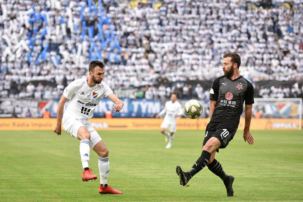 Finále fotbalového poháru MOL Cupu: FC Baník Ostrava - SK Slavia Praha, 22. května 2019 v Olomouci. Zleva Lukáš Pazdera a Josef Hušbauer .